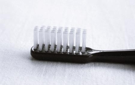 cuidar-el-cepillo-de-dientes zimax medica barcelona