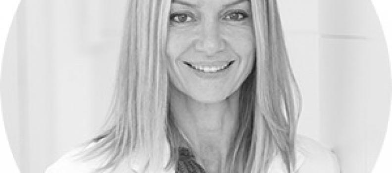 La Dra. Caleya profesora participante del Postgrado de la UAB sobre cirugía oral, implantología y periodoncia en la Clinica Dexeus de Barcelona