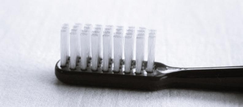 Como cuidar el cepillo de dientes
